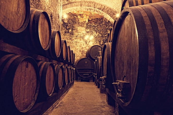Wooden-barrels-with-wine-in-a-wine-vault-Italy