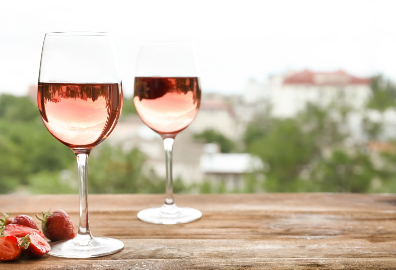 Glasses-of-delicious-strawberry-wine-on-blurred-background