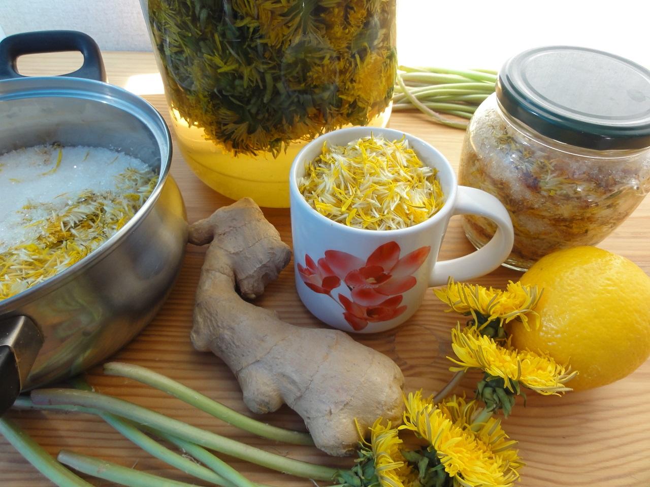Herbal-tea-green-tea-fruit-tea-cups-with-honey-and-cookies-on-grey-background