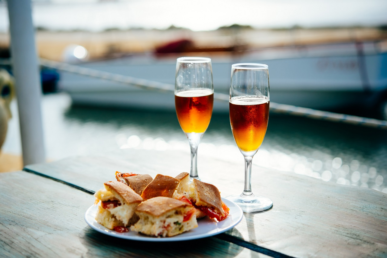 Marsala-wine-and-typical-Sicilian-snacks-are-served-for-aperitivo-in-Marsala-Sicily-Italy