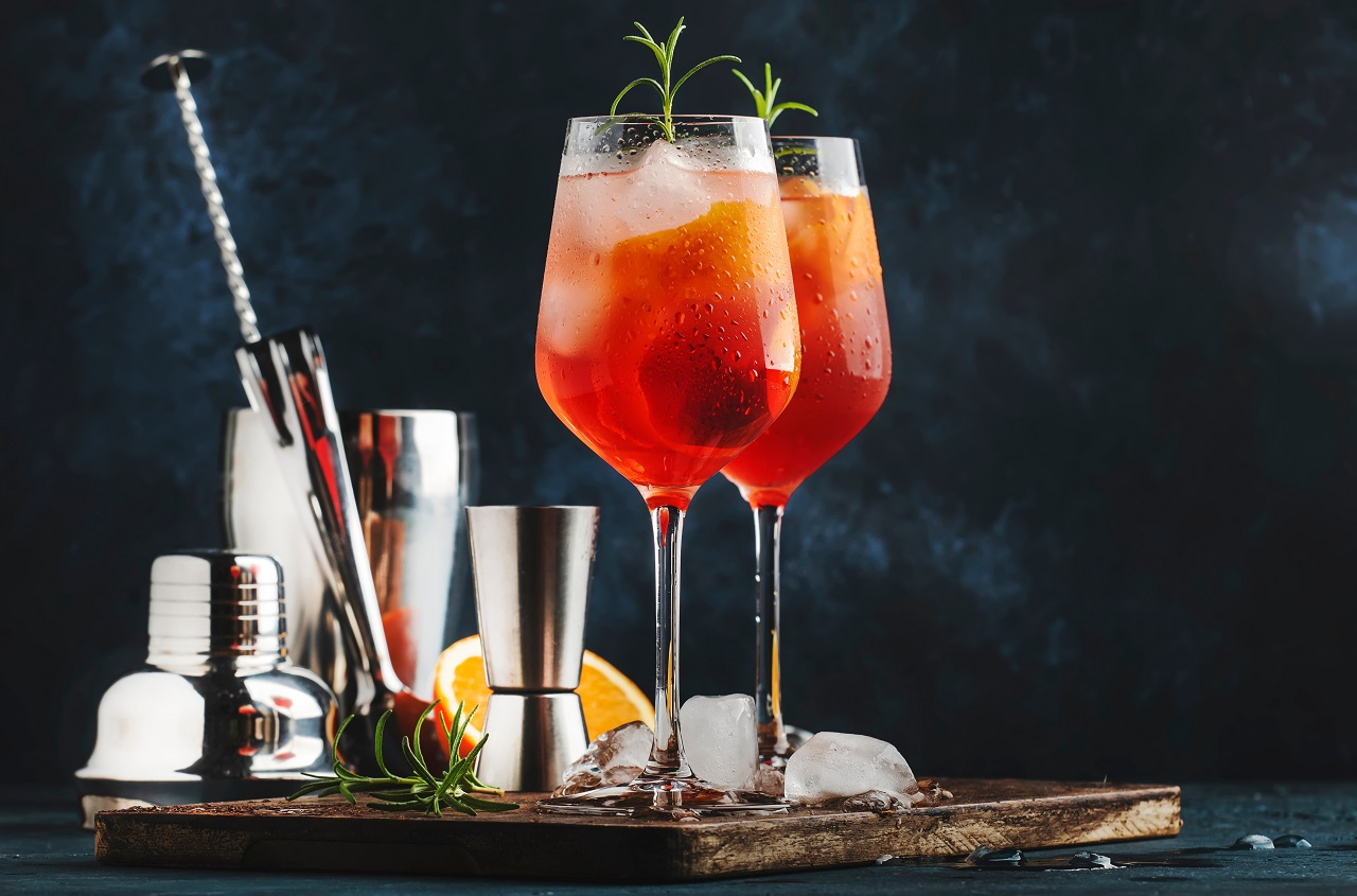 Milano-spritzer-italian-alcoholic-cocktail-with-red-bitter-dry-white-wine-soda-zest-and-ice